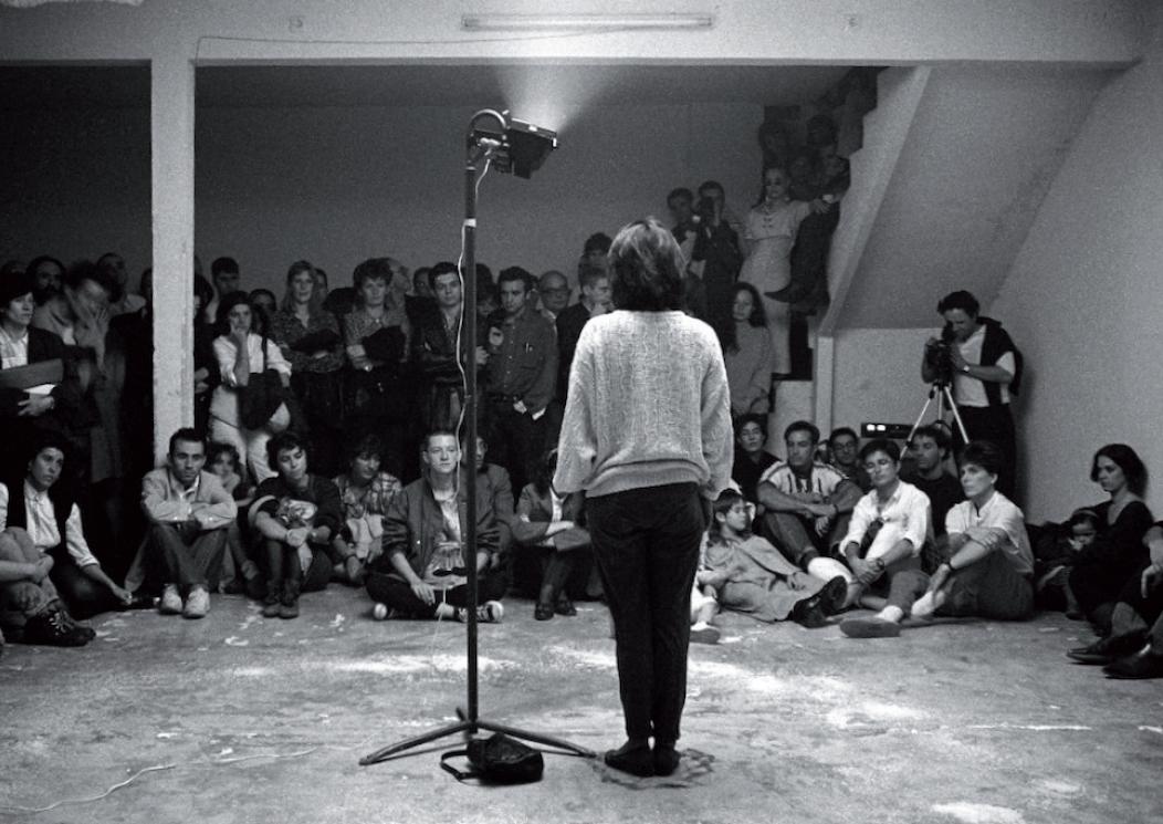 'Vionta'. Acción de Camen Marchán. I Festival de Performance. Espacio P. Madrid, 1991. Foto: Fernando Suárez Cabeza.
