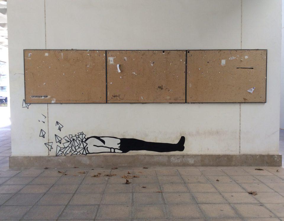 Tablones y graffiti en la Universidad de Valencia./ Laura Corcuera