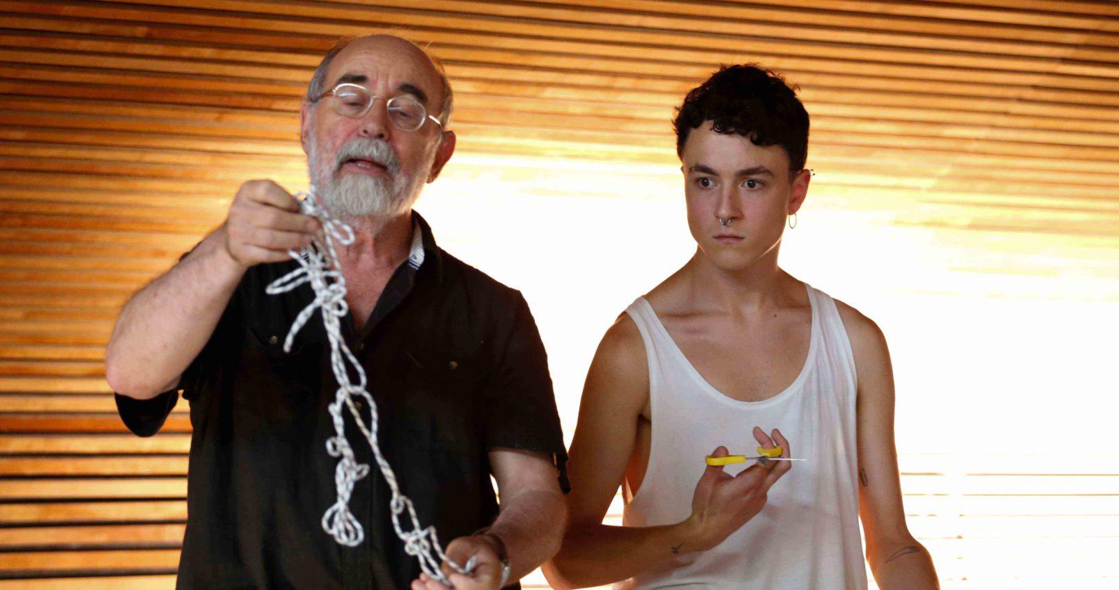 El profesor Bartolomé Ferrando y un estudiante de performance, Diàleg Obert, Teatre El_Musical de Valencia, 2017.