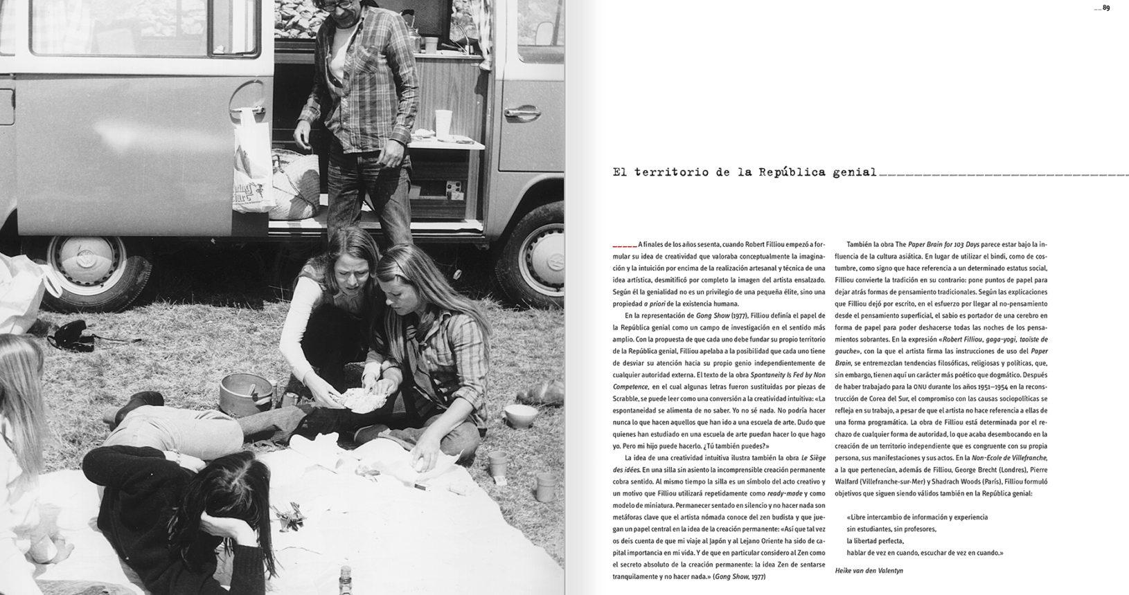 Robert Filliou, promotor de los Gong Shows, hablaba de creatividad (no de arte) y se consideraba a sí mismo un creador de anti-objetos. Su participación en la resistencia francesa, estudios de economía política y un acercamiento al budismo se materializaron en la elaboración de su Principio de Economía Poética. Las propuestas de desinstitucionalización del arte tomaron forma con su Galérie Légitime, galería itinerante contenida en una gorra en la que mostraba obras suyas y de colegas. En la imagen, págs 88 y 89 del catálogo 'Robert Filliou. Genio sin talento / Robert Filliou. Génie sans talent', MACBA, 2003.