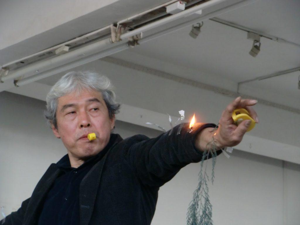 Seiji Shimoda (Nagano, 1953), referente japonés del arte de acción de los años 70 y director del NIPAF (Festival de Arte de Acción Internacional Nippon), impartió un taller de performance en marzo y abril de 2017 en el Teatro Musical de Valencia